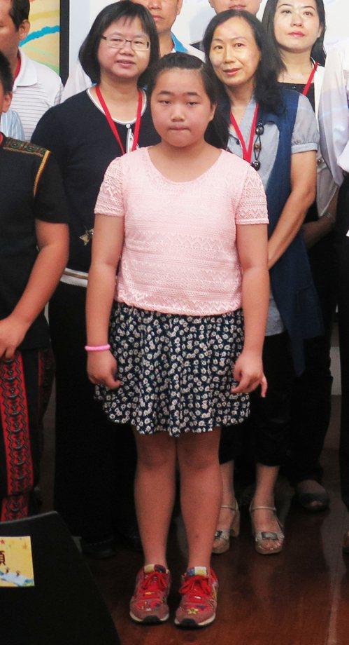 翁佩韓小2開始接受補救教學, 小5就不必補救,還參加全國語文競賽。記者王彩鸝/攝...