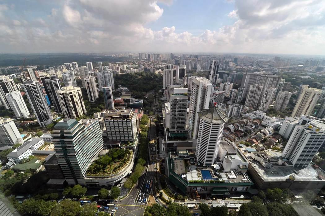 由於新加坡政府堅持實施2009年抑制房市的舉措,房產開發商紛紛祭出折扣優惠,已使...