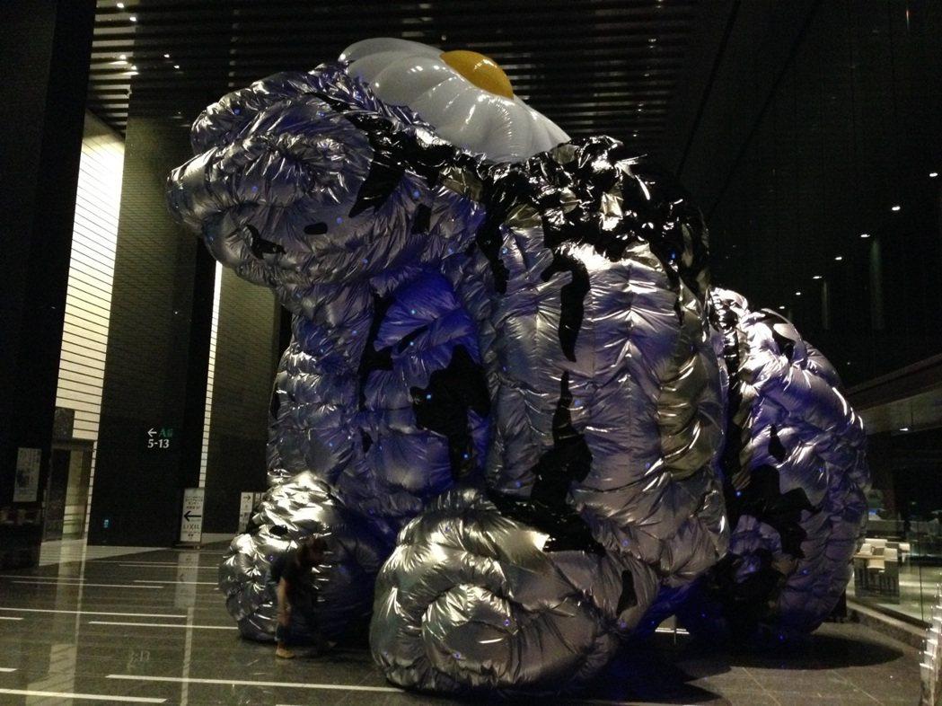 日本藝術家椿昇、茂木健一郎為「打怪」設計的作品,探索人們心中的怪物。圖/關渡美術...