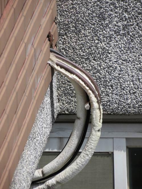 在台灣,冷氣機安裝很馬虎,幾年之後冷媒銅管外露的情況比比皆是,造成電力和金錢浪費...