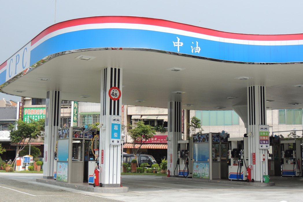 林森加油站改建,外型設計為鋼琴形狀。記者張為竣/攝影