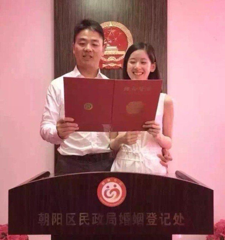 「奶茶妹妹」章澤天與大陸富豪劉強東去年8月領證結婚。圖/網路照片