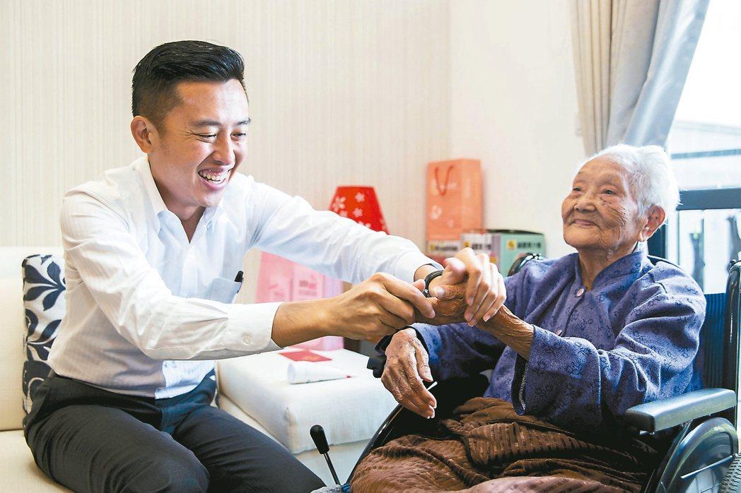 新竹市政府推「在地安老」政策,明年將新設「長期照顧科」專責單位,讓長照服務走入社...