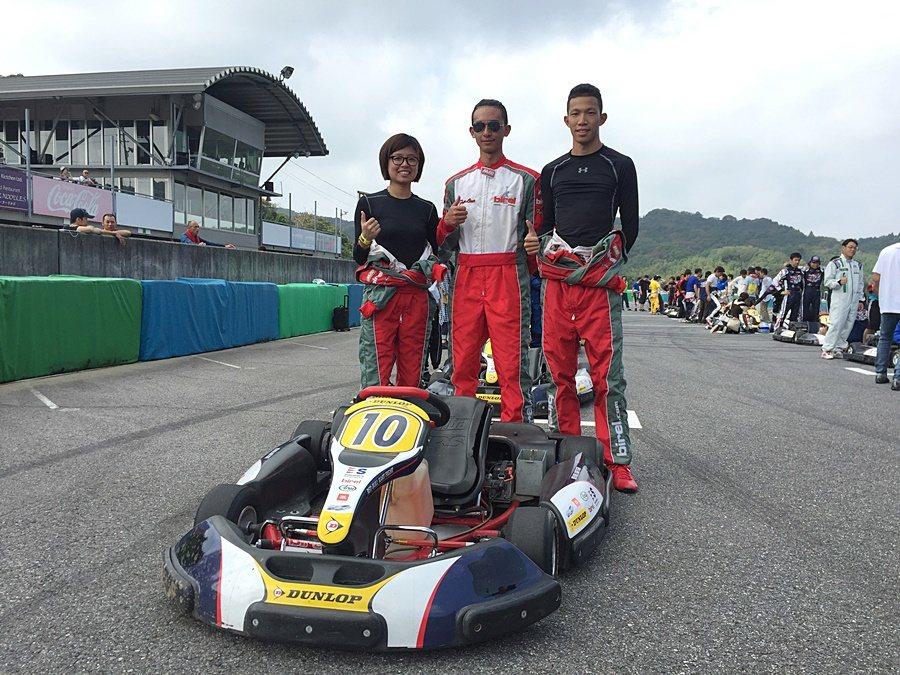 台灣車手在幸田賽車場合影(左至右 崔靜瑜、葉亮陞、劉蔚瑄)。 大魯閣提供