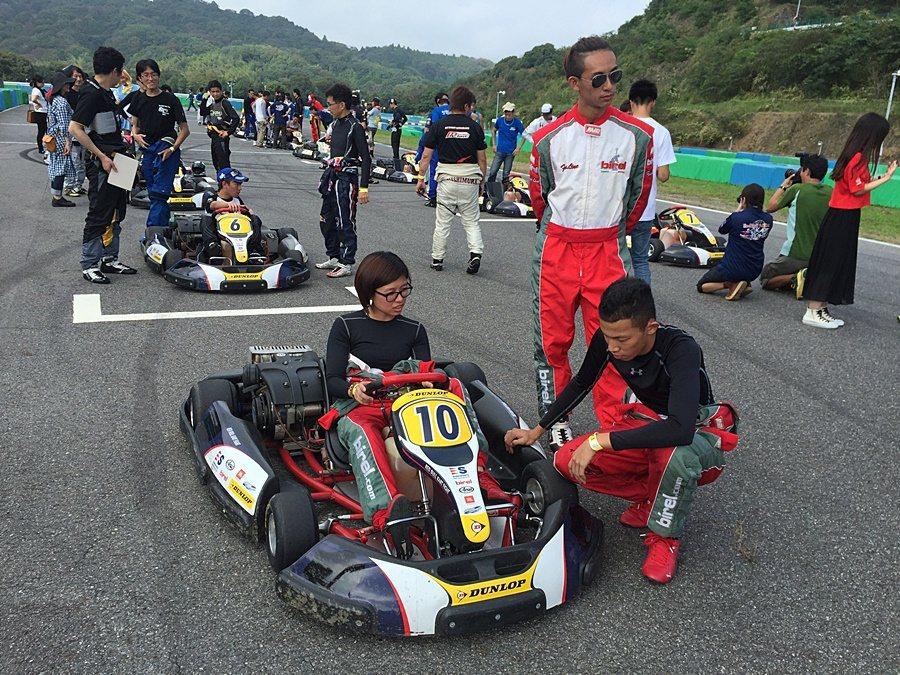 各組參賽車手把握最後時間作賽前準備。 大魯閣提供
