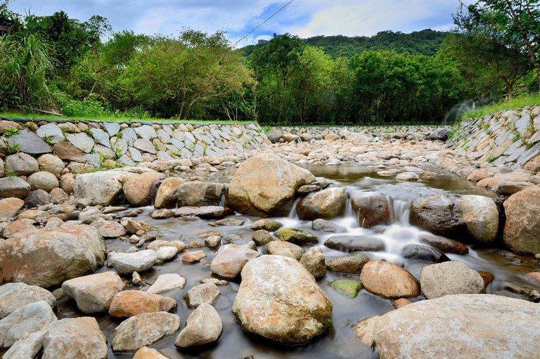 若野溪附近根本沒有人居住,使用所謂的生態工法,整治的本身就是破壞生態。 圖/農業局提供