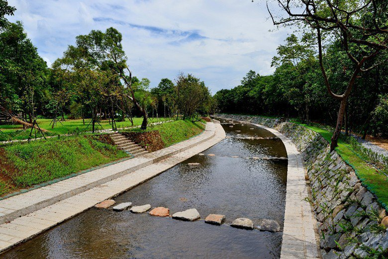 當河川因水泥化而失去生命力,更失去了自淨功能,無法再為人類提供乾淨的水。  圖/農業局提供