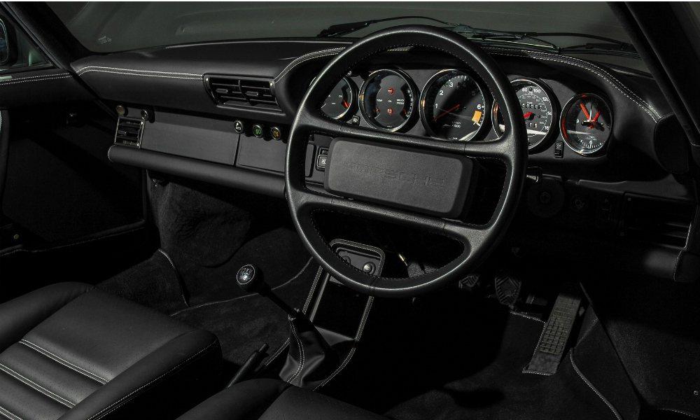 Brooklands 團隊換上 Porsche digital radio 復古...