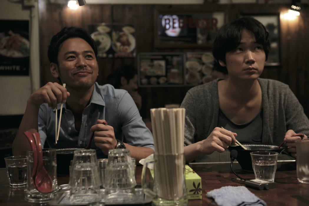 妻夫木聰(左)與綾野剛在新片「怒」中飾演同志情侶。圖/傳影互動提供