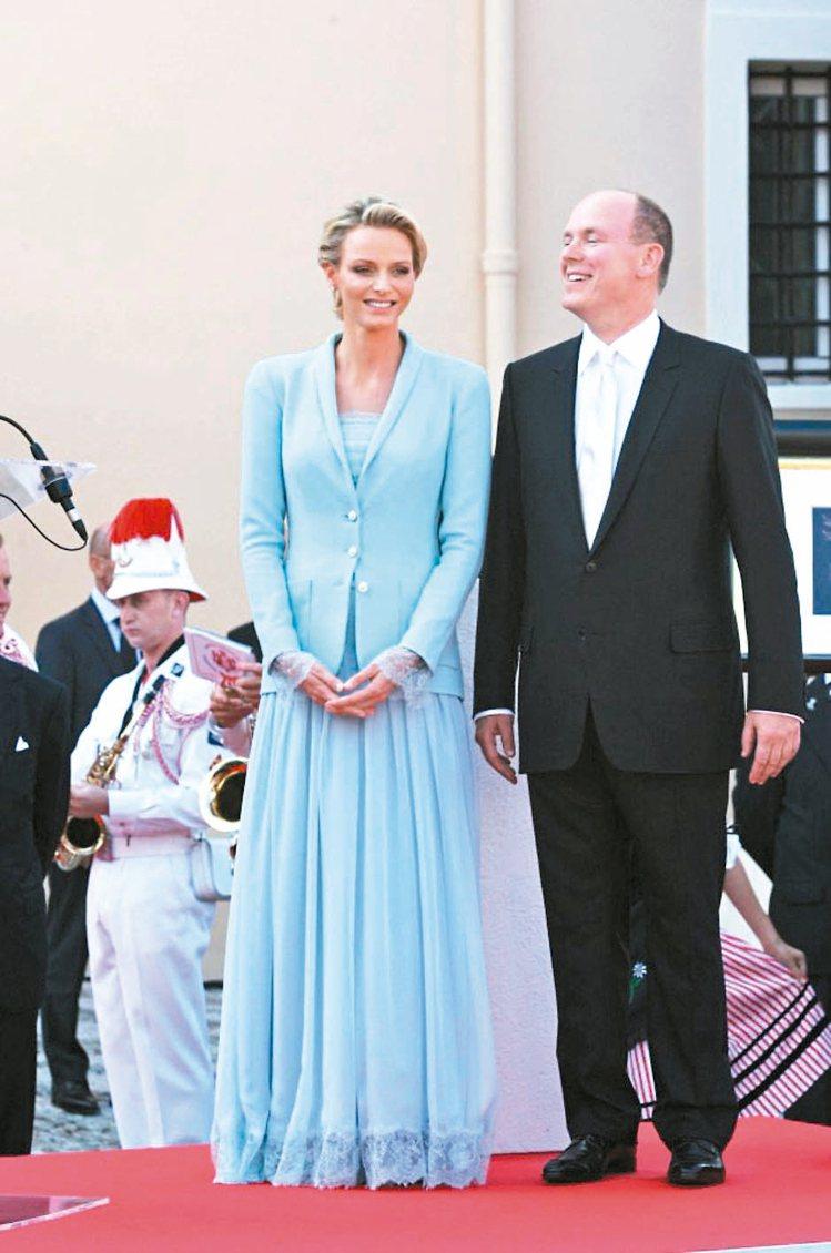 夏琳王妃的服裝用色偏好不過度鮮豔,卻總能透過充滿女人味的設計細節穿出優雅。 圖/...
