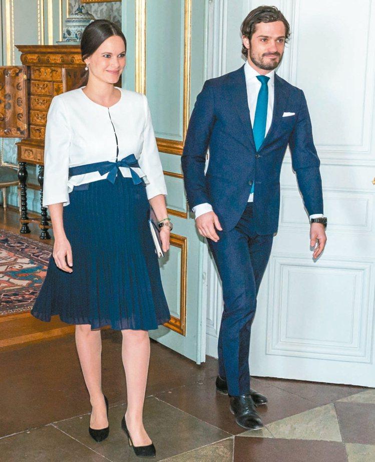 瑞典蘇菲亞王妃與韋姆蘭公爵卡爾菲利普王子經常以情侶裝造型出席公開場合。 圖/摘自...