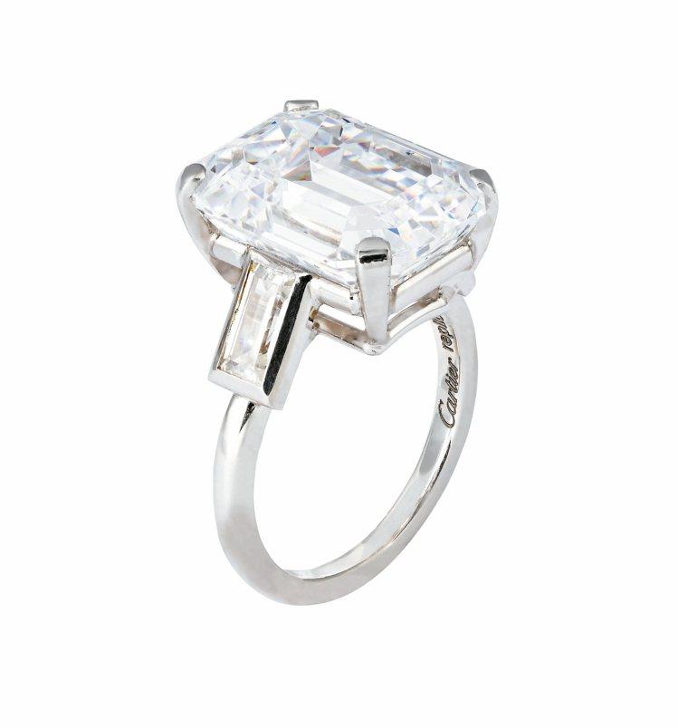 摩納哥王妃葛麗絲凱莉訂婚鑽戒(10.47克拉)重製品。 圖/卡地亞提供