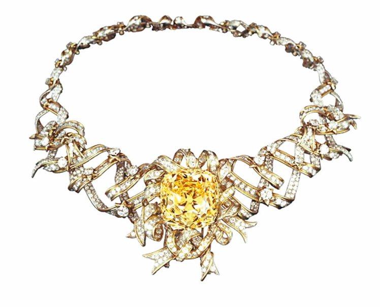 Jean Schlumberger設計的緞帶造型黃鑽項鍊,目前已被重鑲在Luci...