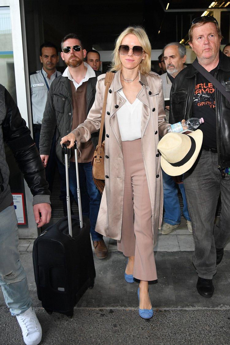 娜歐蜜華茲於今年度坎城影展期間也以BURBERRY風衣亮相。圖/BURBERRY...