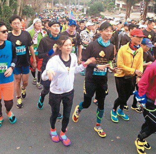 民眾穿著夾腳拖路跑。圖/報系資料照片