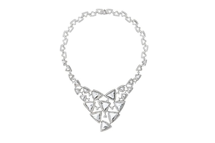 Luminance系列鑽石項鍊。白K金,六顆修飾三角形玫瑰式切割鑽石共13.15...