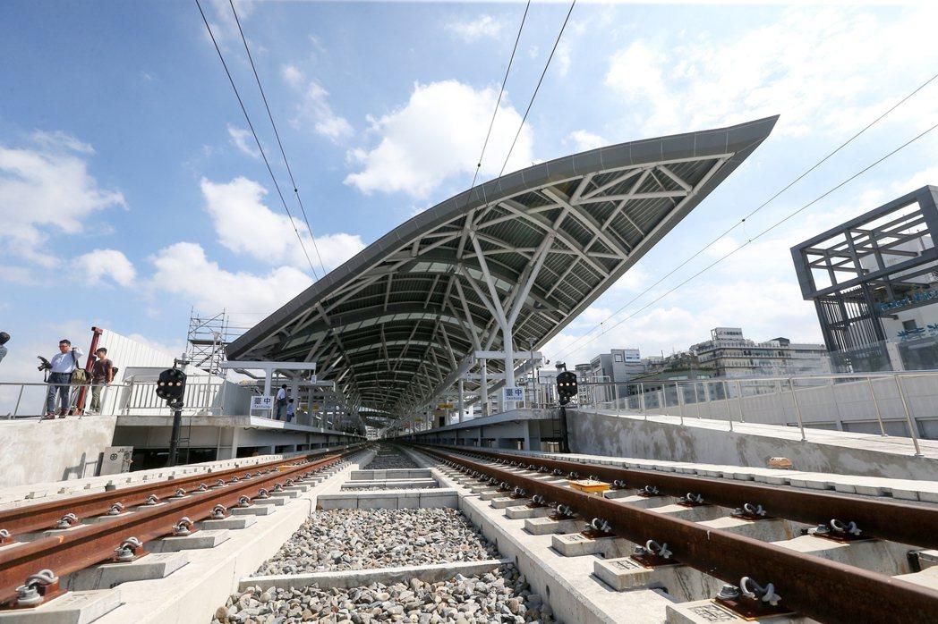 台中新站的主站體,規畫為地下一層、地上三層建築,未來民眾在台中站搭車,必須到第三...