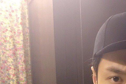 EXO團員今日(11日)由韓國前往日本北海道為即將到來的演唱會做準備,不料成員LAY(張藝興)突然在機場暈倒,消息一出許多粉絲都感到相當憂心。今天EXO團員們原先預定由仁川機場出發,而現場也來了許多...