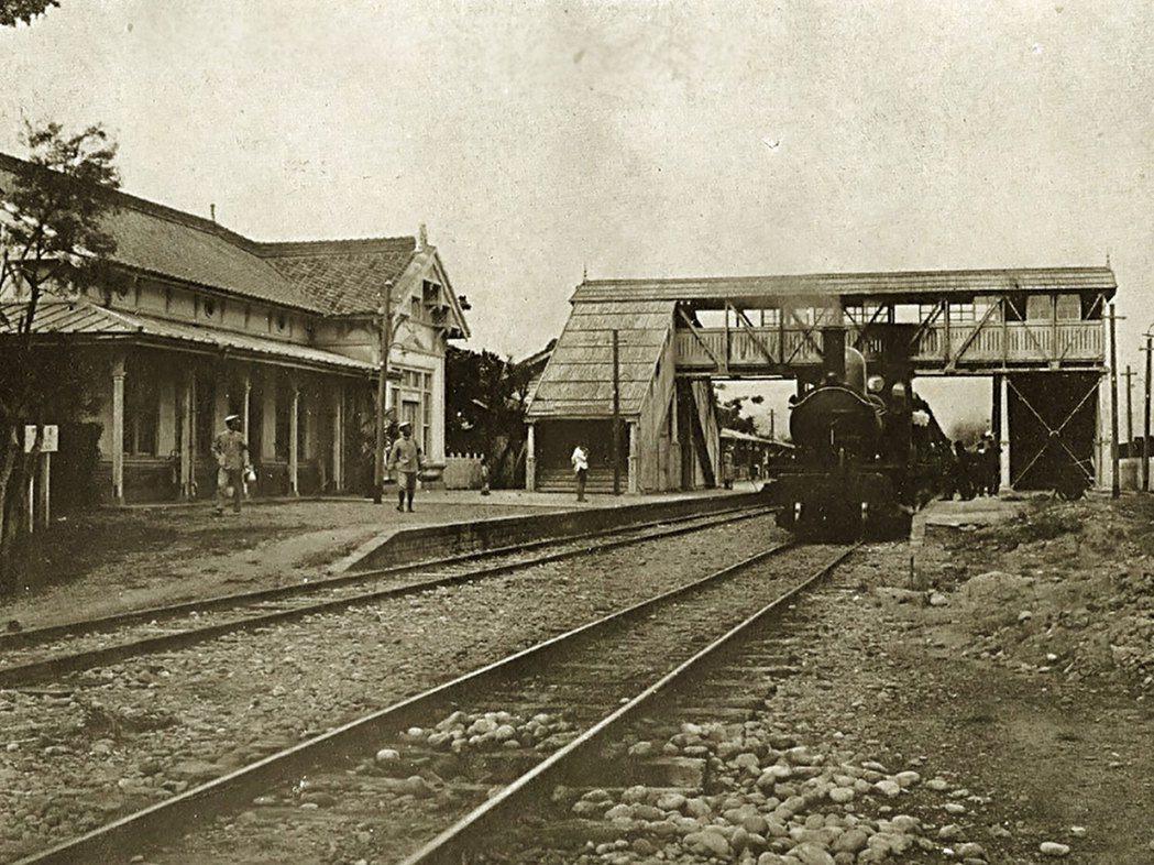 第一代車站「臺中停車場」於1905年竣工。圖/取自維基百科
