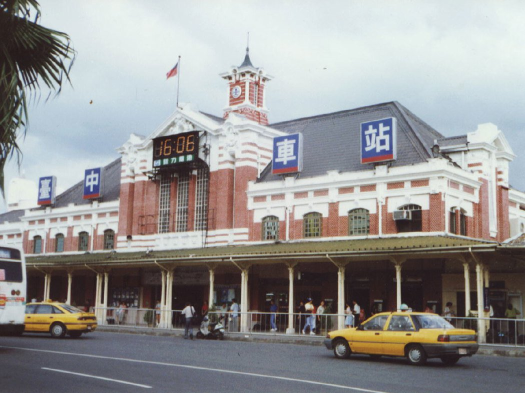 一世紀的老車站,承載著許多人的回憶。圖/報系資料照