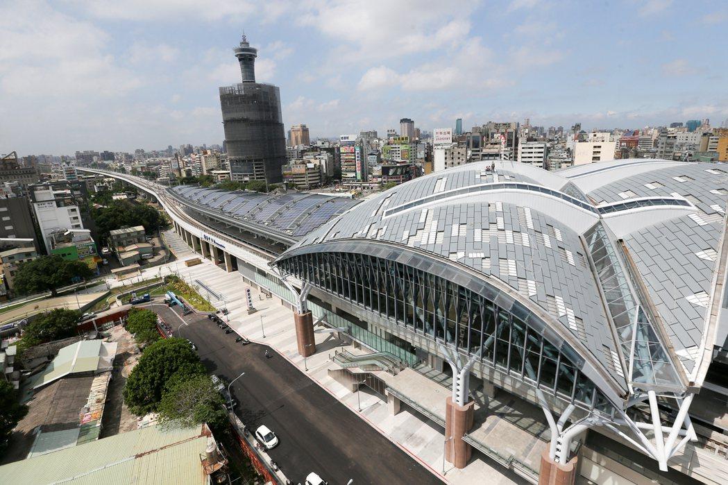 新台中火車站高37公尺,約12樓高,是目前全國最高車站。記者黃仲裕/攝影