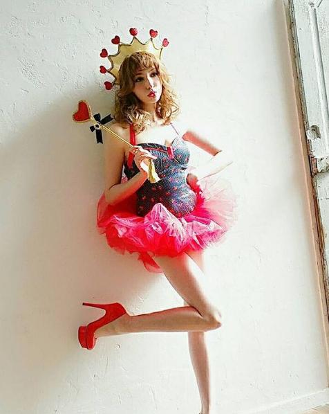 藤井LENA曾擔任時尚雜誌《ViVi》專屬模特兒,可以甜美可以性感可以可愛可以帥...