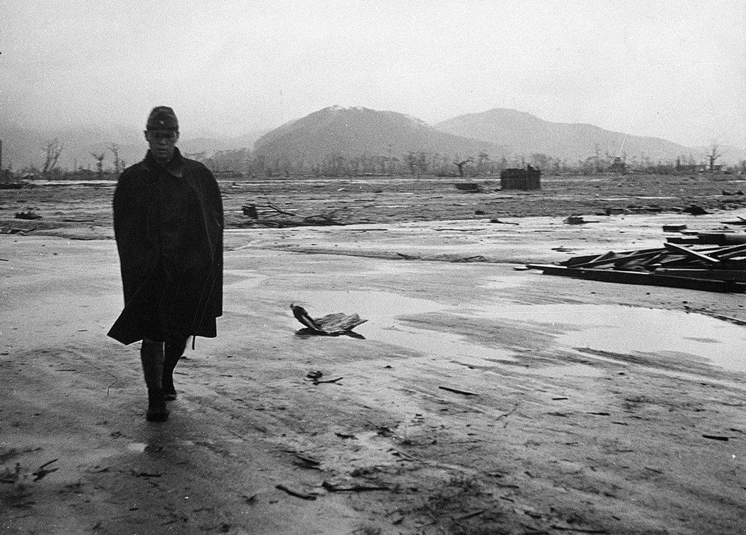 直到那天到來之前,我們只能試著重新思索戰爭,讓記憶荒野中的那安靜的魂魄們,尋得安...