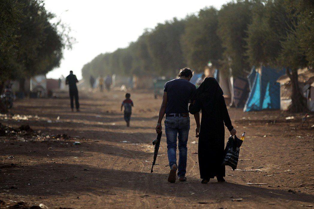 戰爭唯一到不了的地方,彷彿就是和平。圖為敘利亞激戰中的大城阿勒頗(Aleppo)...