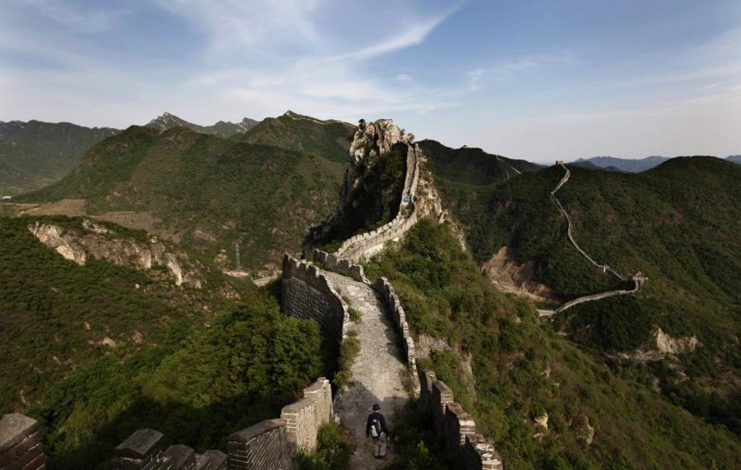 中國官方重要智庫「國際關係學院」副院長金燦榮曾說:「歷史上修長城,現在我們修海島...