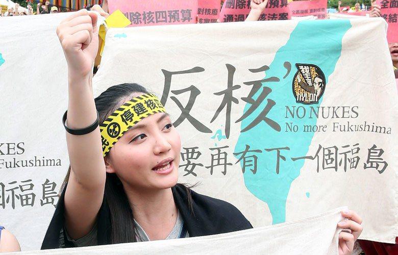 台灣各種現場裡,比重極高的年輕臉龐,更讓日本老輩們喟嘆「台灣能,為何日本不能」。 攝影/記者陳立凱