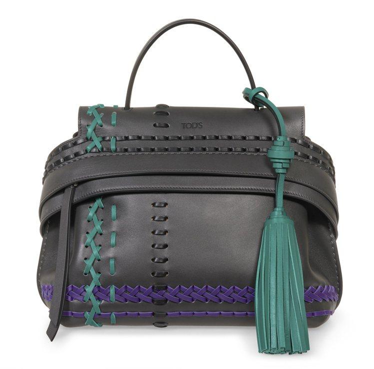 TODS撞色編織流蘇綴飾Wave Bag,售價84,900元。圖/TODS提供