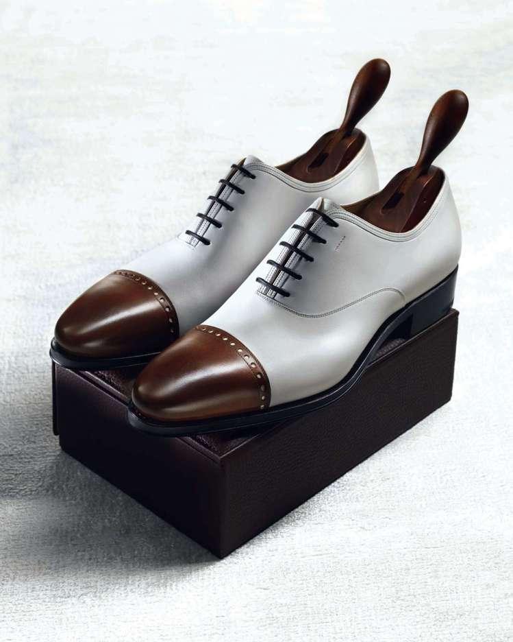 象牙色光面牛皮石楠木色鞋尖尖頭牛津鞋,65,900元。圖/Ferragamo提供