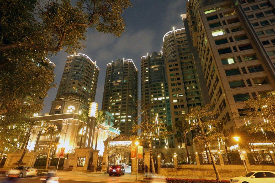 北市房屋稅調漲原則敲定,只針對8000萬以上豪宅,且回溯15年。圖為台北市仁愛路...