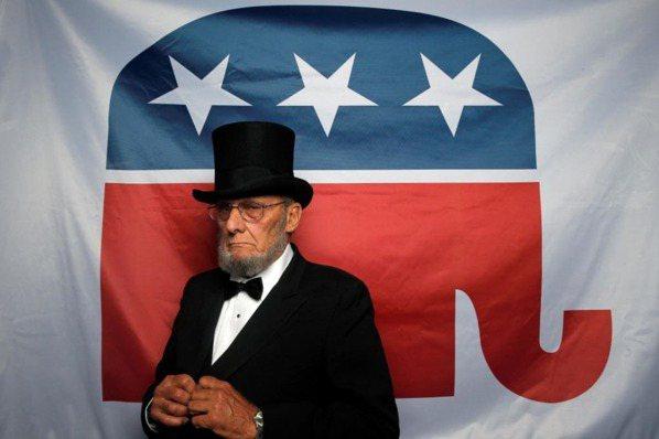 白宮決定戰:選舉人過濾器與三權分立制度