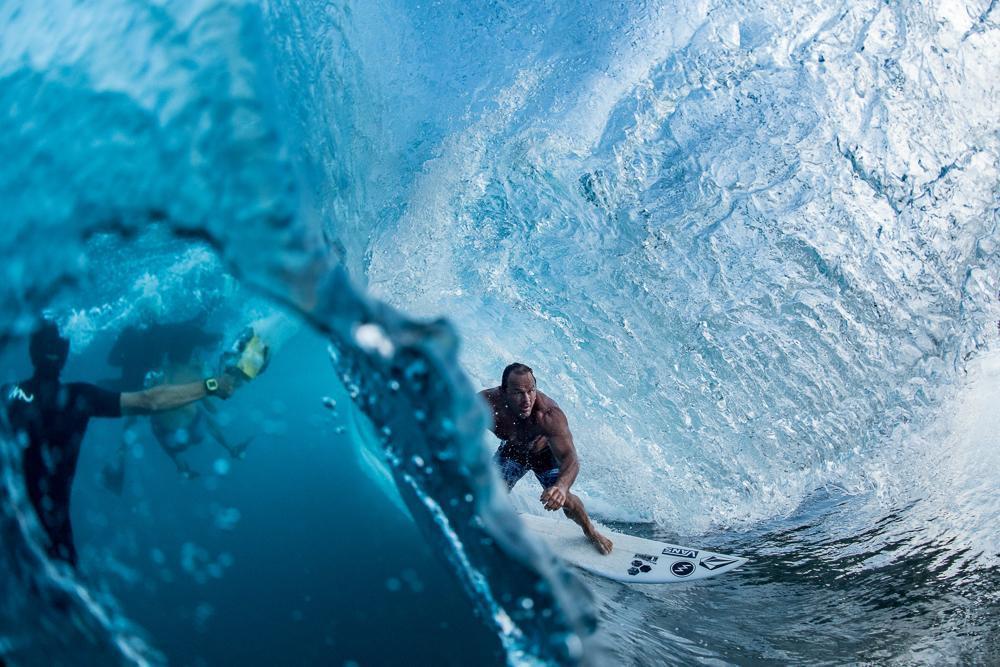 攝影者Russell Ord。專業體育組第一名。拍攝衝浪的好手。圖截自IPA官網...