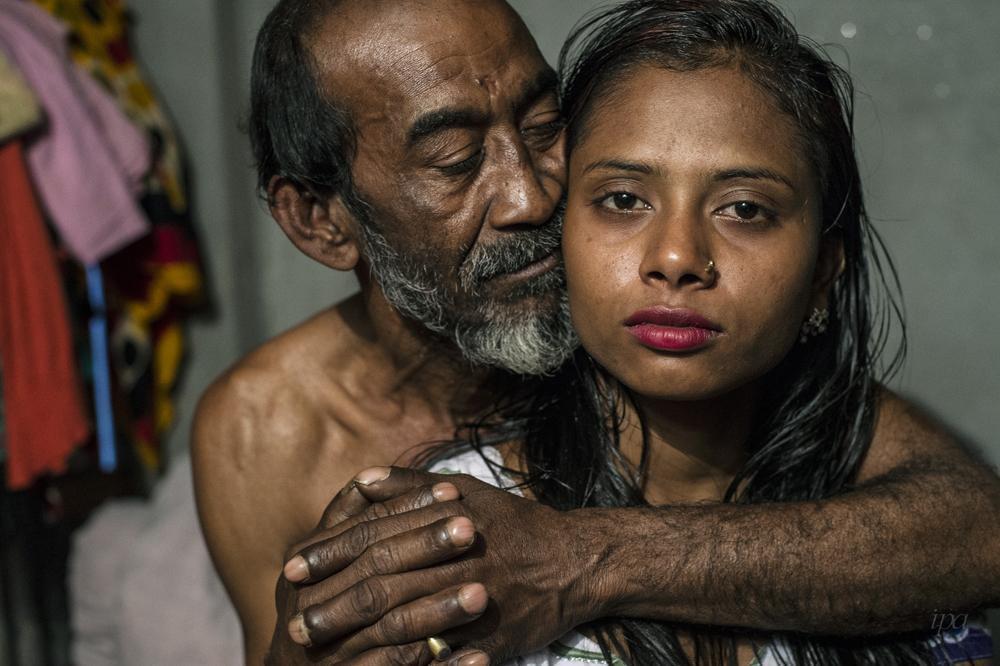 拍攝者Sandra Hoyn。記錄孟加拉的年輕性工作者。圖截自IPA官網。
