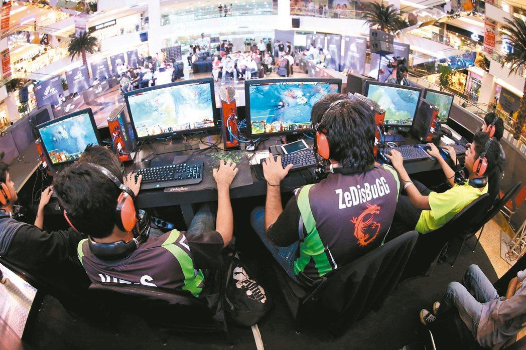 台灣電競選手在國際電子競技比賽屢創佳績,電競產業在世界各國也帶動龐大經濟產值,立...