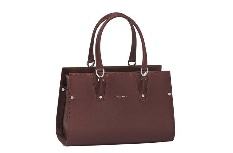 Paris Premier系列共2種尺寸,售價分別為小型手提包NT70,700;...
