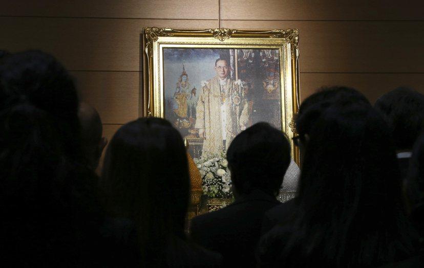 僅管政變不斷,但王權始終是國家穩定的象徵性力量,沒有九世皇的泰國,將面臨眾多的嚴...