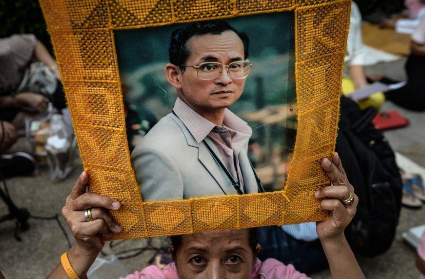九世皇的離去,也代表二戰以來的泰國政治即將進入新局面。 圖/法新社