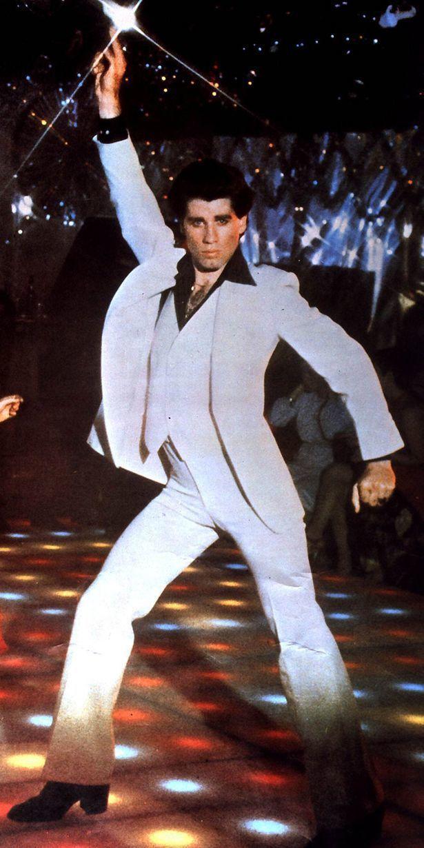 约翰屈伏塔手指天花板的舞姿,已成影史经典画面。图/摘自cinemalacrum