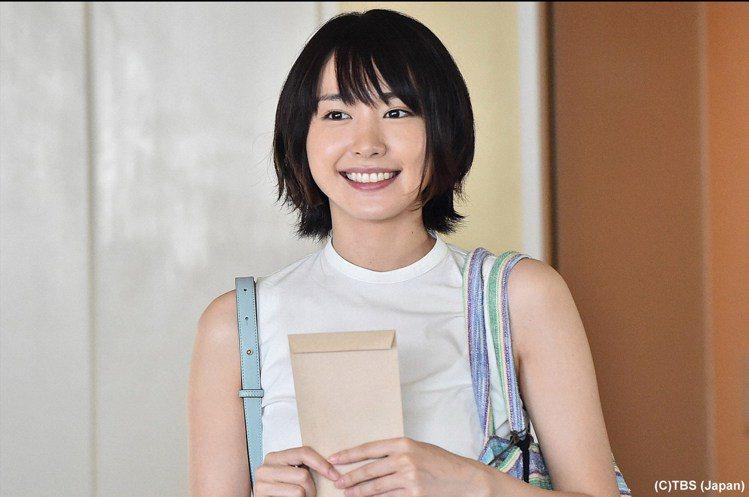 新垣結衣在最新日劇「月薪嬌妻」中十分可愛。圖/緯來日本台提供