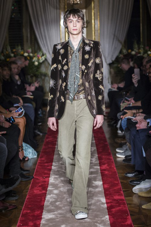 Roberto Cavalli秋冬男裝以21世紀翩翩貴公子的衣櫥為構想出發,華美...
