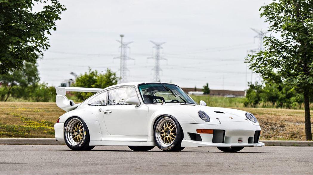 這輛僅行駛 7,000 公里的 911 GT2 Evo 將於 Mecum Dal...