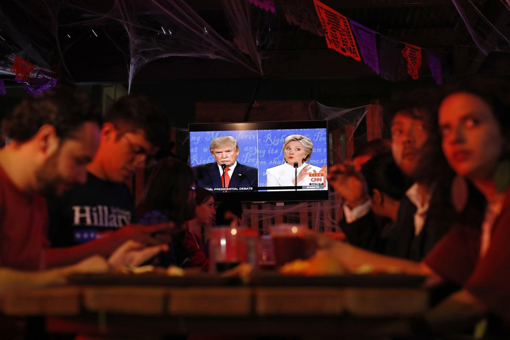 美大選最終辯論:希拉蕊強勢演出,意外「正常」的最後對辯。 圖/美聯社