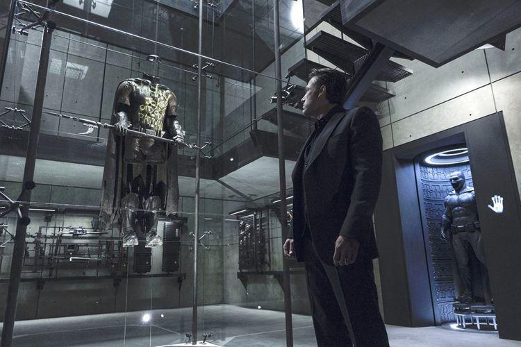 電影「蝙蝠俠對超人:正義曙光」中曾暗示羅賓的登場。圖/華納兄弟影業提供