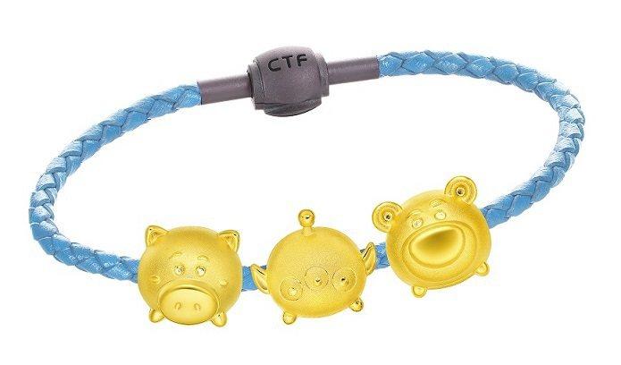 玩具總動員系列黃金路路通串飾,由左至右6,000元、6,000元、6,100元。...