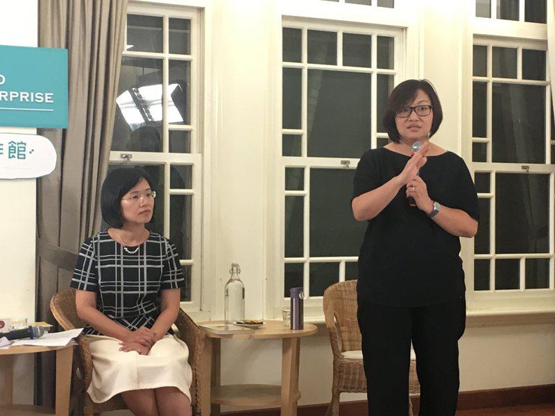 「國會咖啡館.社創新思維」第四場講座,「Minicook」創辦人樊欣佩(右)與民...
