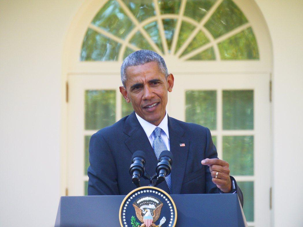 針對川普稱選舉遭操控,歐巴馬總統18日重砲抨擊其指控缺乏依據,要他「別再發牢騷」...