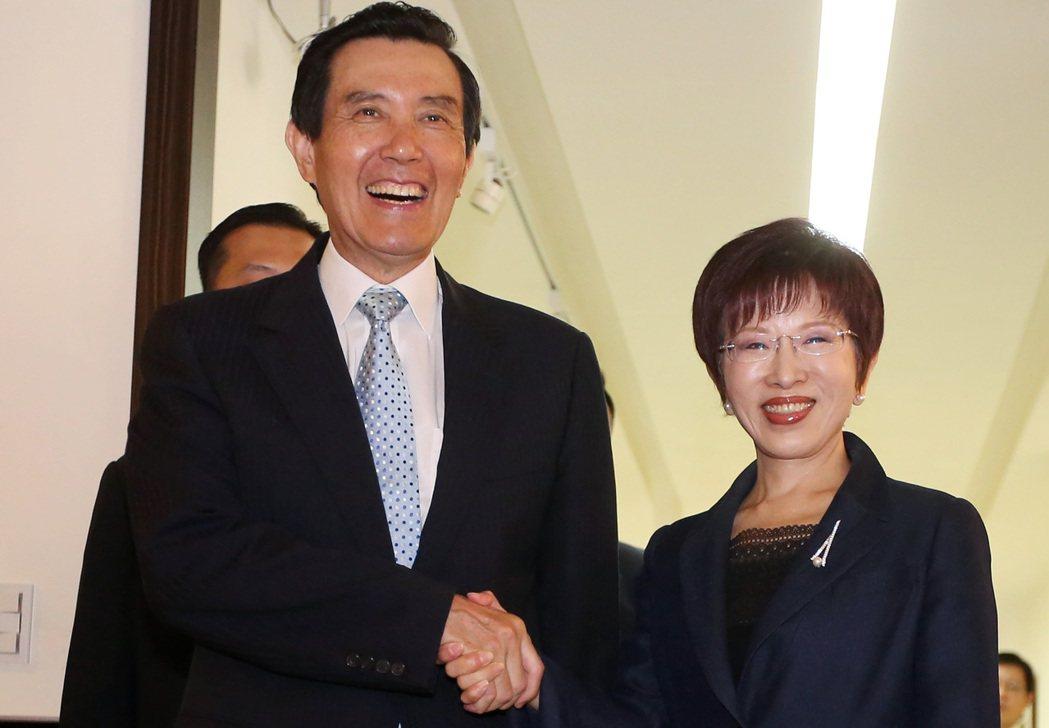 前總統馬英九(左)與國民黨主席洪秀柱(右)。 圖/本報系資料照
